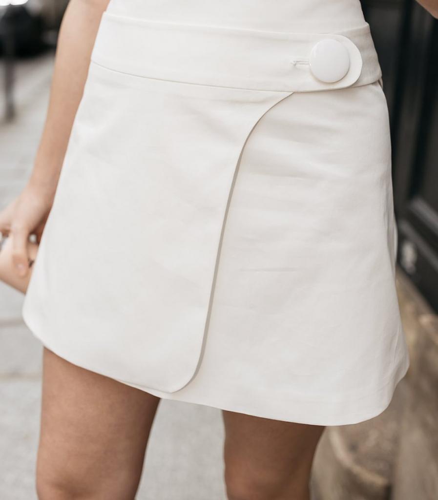 image La petite jupe droite