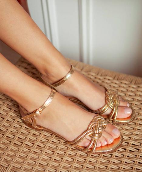 image La sandale tressée plate