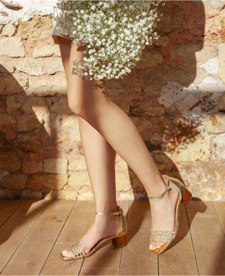 image La sandale en canage doré